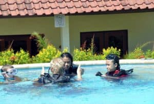 Briefing Pool Basic Diver Course